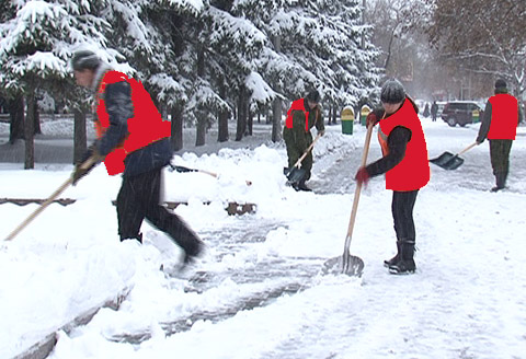 Очистка кровель от снега и наледи истра